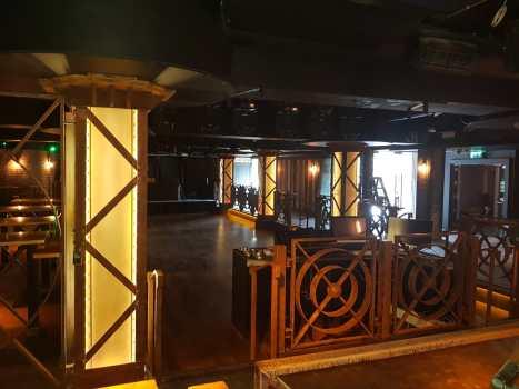 Dancefloor-balustrade-and-light-pillars
