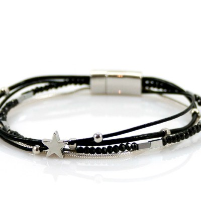 Sierlijke zwarte armband met kraaltjes