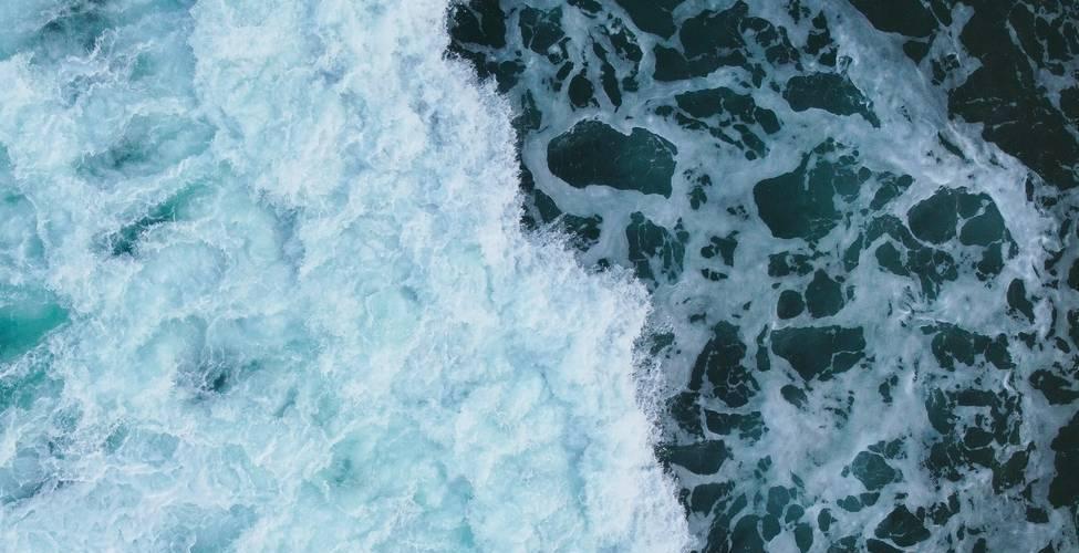 sea waving with splashing water