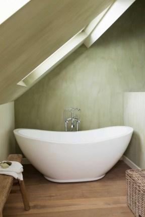 ligbad-zolder-badkamer-rijhuis