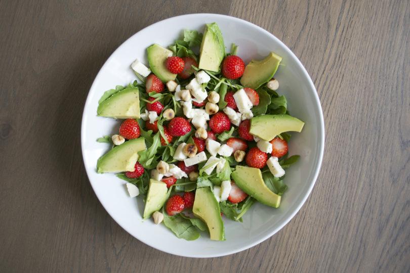 rucola-avocado-aardbei-mozzarella-en-hazelnoot1 (1)