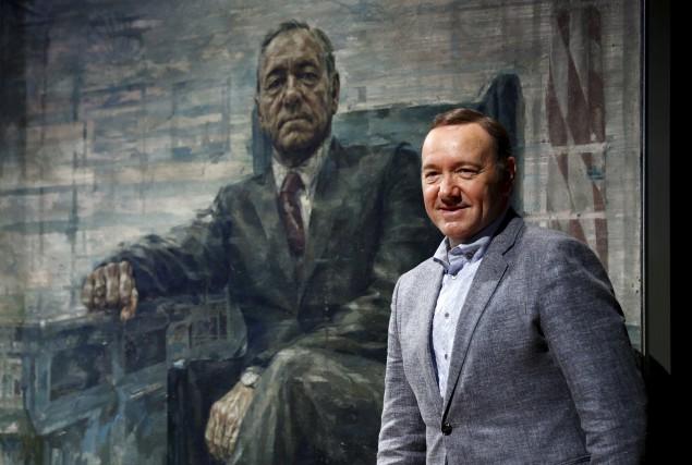 Kevin Spacey devant le portrait de son personnage. Reuters