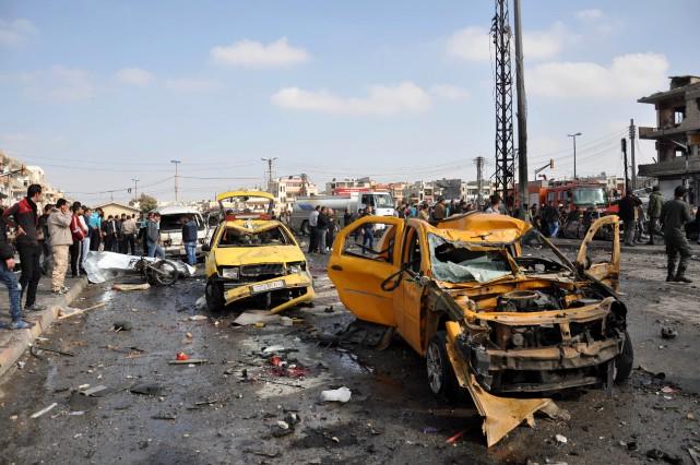 Revendiquant l'attaque, l'EI a affirmé que deux de ses kamikazes s'étaient fait exploser, menaçant de mener de nouvelles attaques.