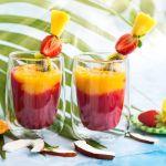 kokoswater-smoothie-aardbei-mango pure and liquid bottl