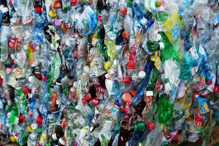 Plastic afval bottl pure and liquid