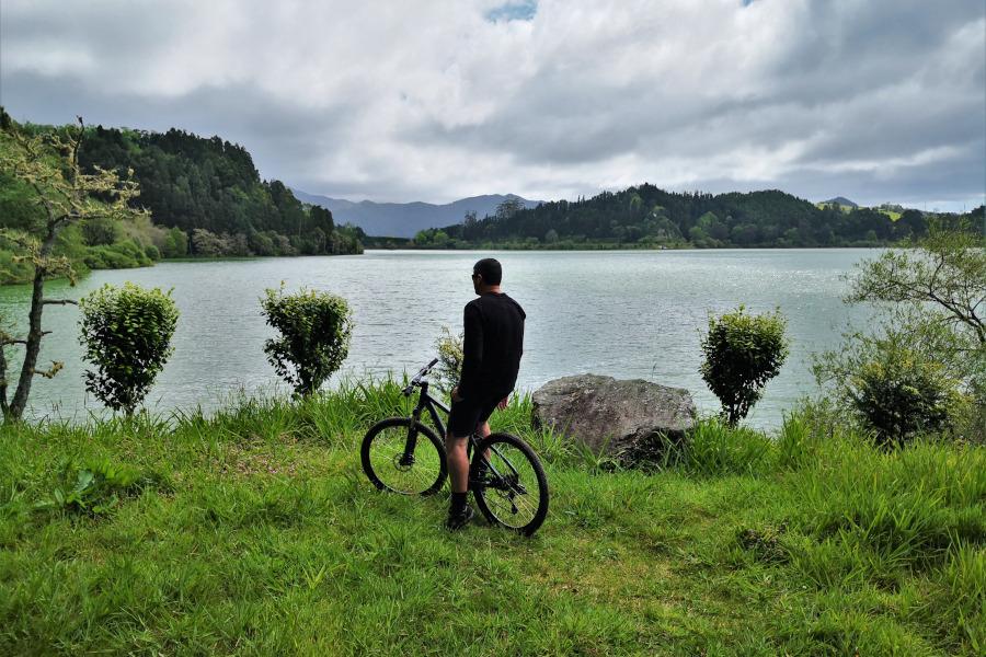 Biking Around Furnas Lake