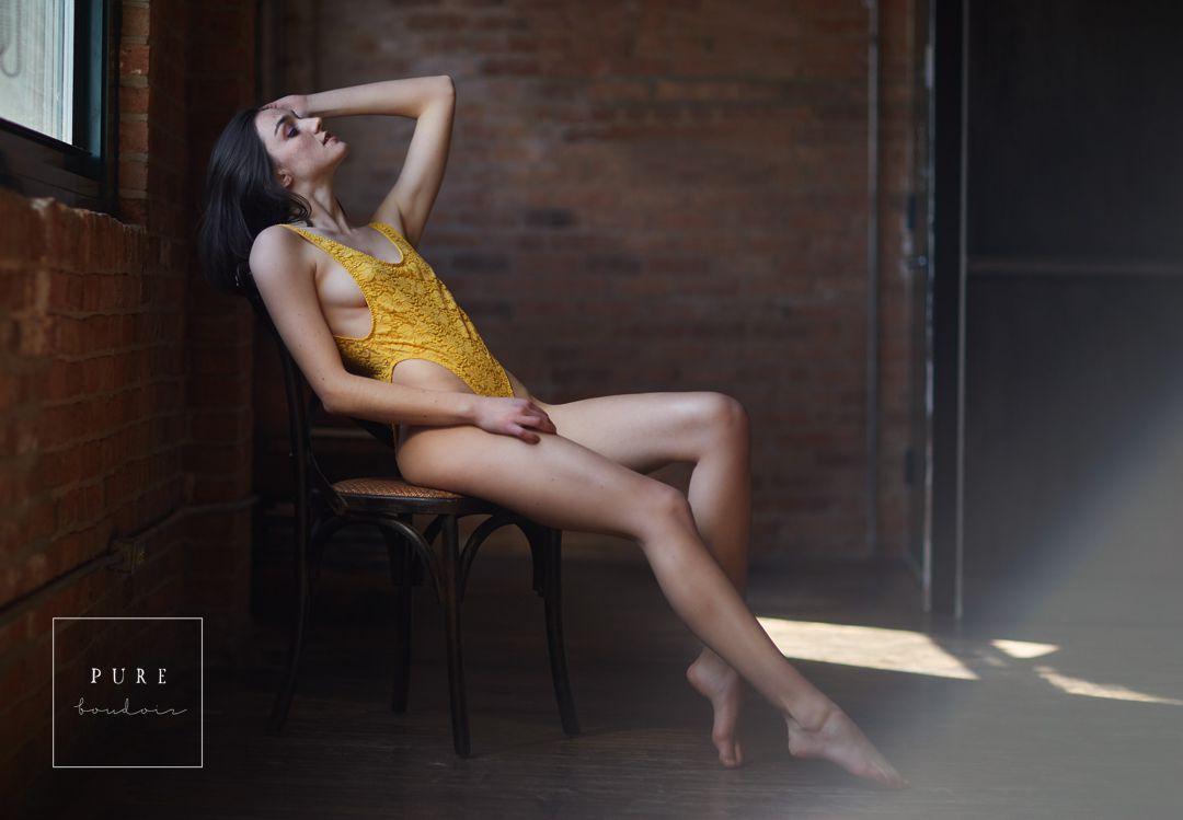 Chicago elegant boudoir session in the studio