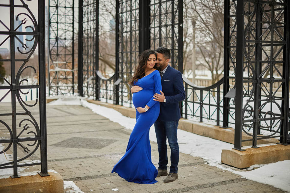 outdoor maternity winter pregnancy chicago - Chicago Maternity Photo Shoot - A Winter Edition in Millennium Park
