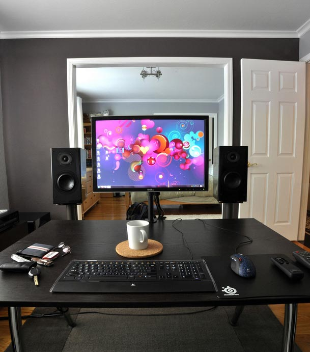 Black desk with mounted monitor 609_wide