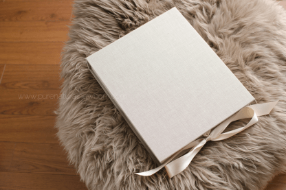 art-print-product-photos-linen-photo-folio-box-fur-ribbon