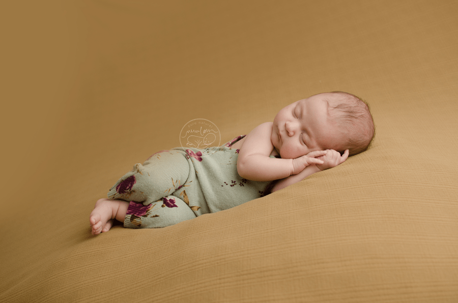 athena-newborn-photography-session-ottawa-baby-photographer-beige-caramel-backdrop-floral-upcycled-romper-daddymackdesigns-side-laying