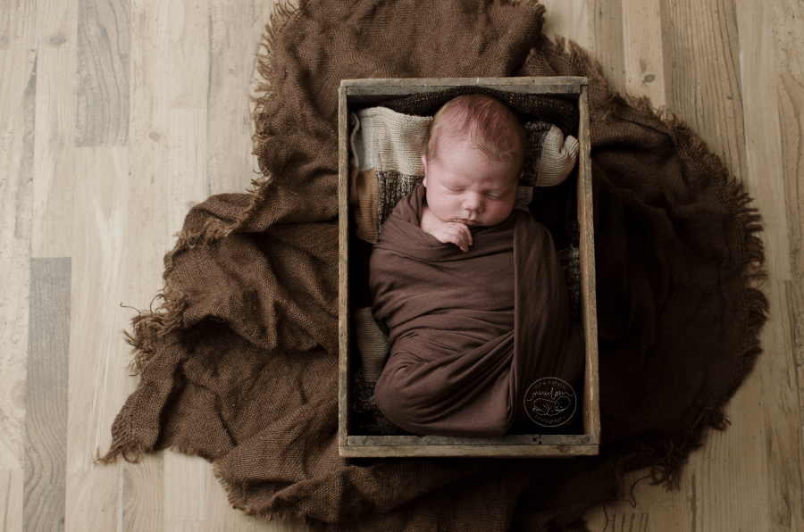 newborn-photos-ottawa-asher-wood-crate-brown-quilt-blanket-sleeping-baby-4918