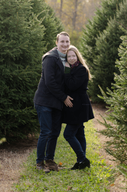pregnancy maternity shoot holiday photos Hillcrest Tree Farm ottawa sunlight