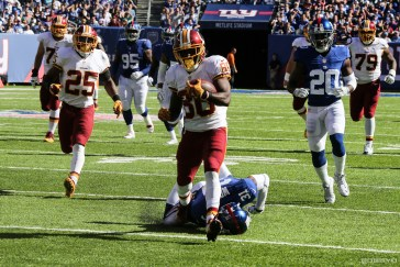 Crowder scores a TD vs New York on Sunday. (photo: Bobby O'Hara/PureSportsNY)