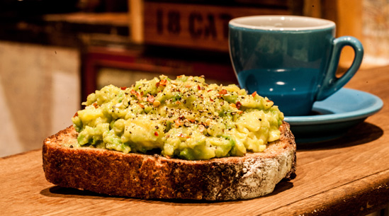 「avocado toast coffee」的圖片搜尋結果