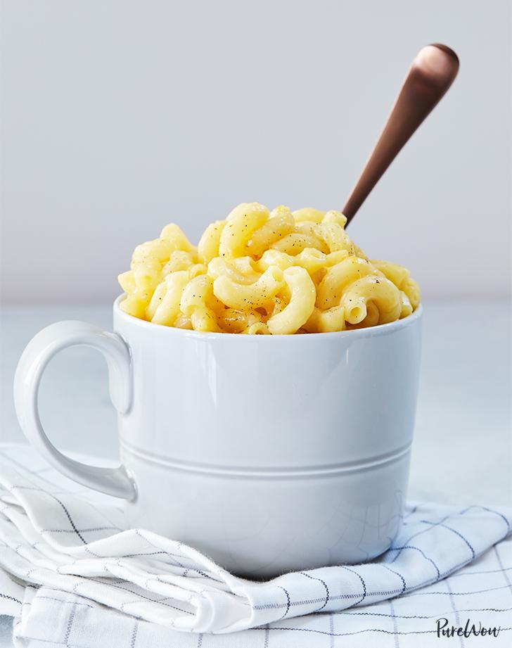 10 minute macaroni and cheese in a mug