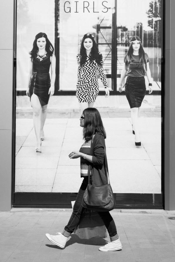 girl vs fotomodels
