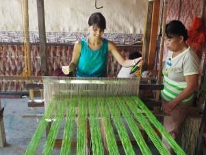 Weben in der Bohol Bee Farm