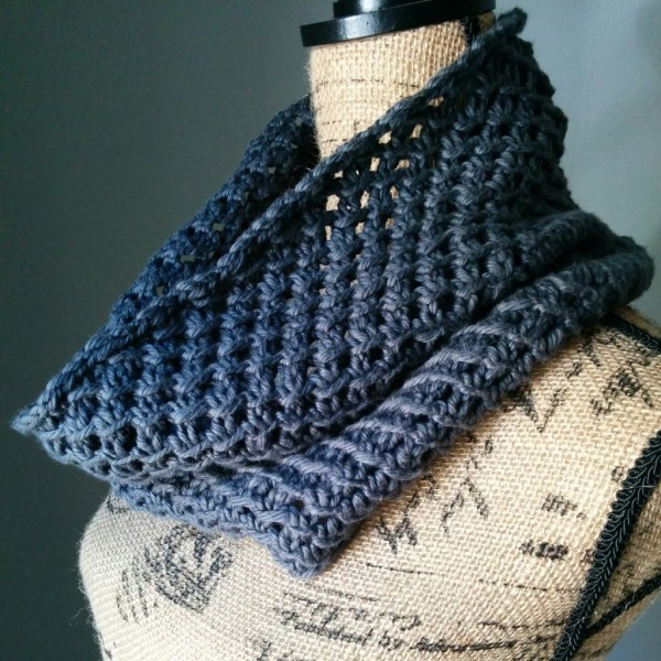 Irish Mesh Cowl in Ash side - Purl Avenue