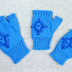 Blue fingerless gloves with snowflake pattern, Anna's Frozen fingerless gloves, designed by PurlsAndPixels