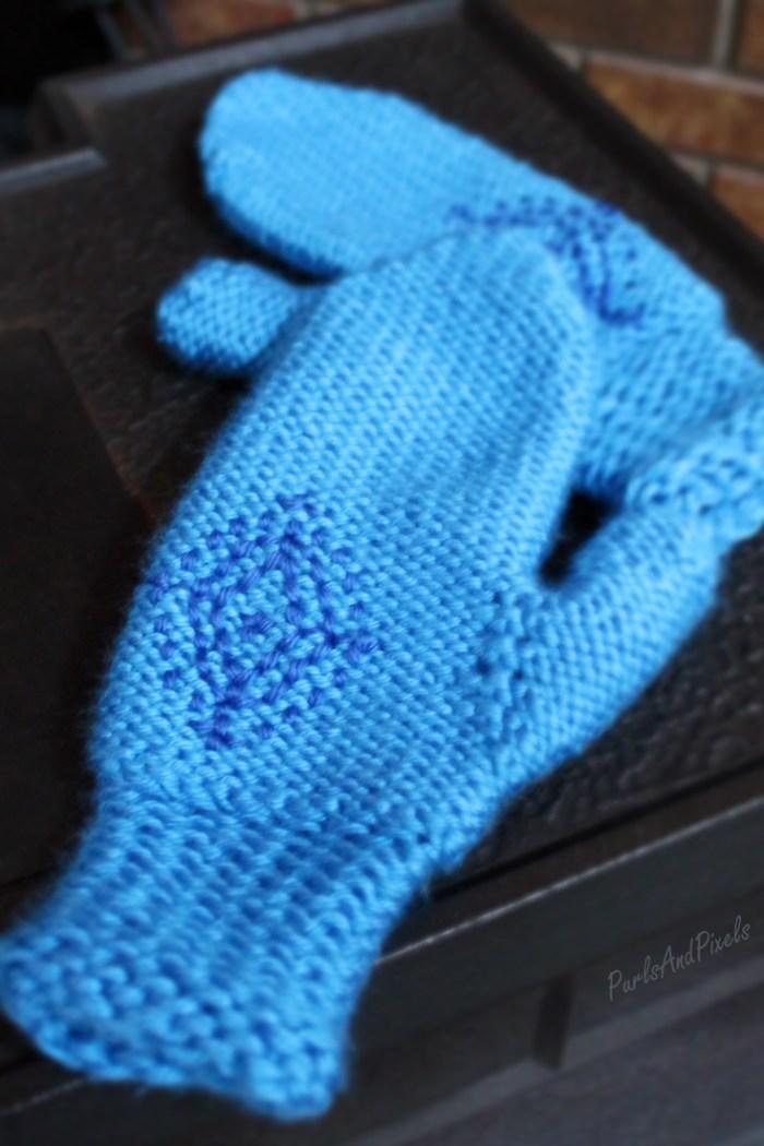 Knitting pattern, Anna's Frozen Mittens, Disney's Frozen inspired cosplay mittens, by PurlsAndPixels