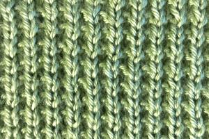 Broken rib stitch side of free baby blanket pattern from Liz @PurlsAndPixels