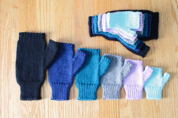 Basic fingerless gloves in all sizes knitting pattern from Liz @PurlsAndPixels