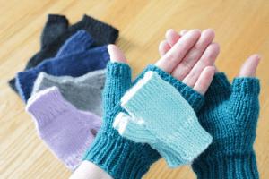 Basic fingerless gloves in all sizes knitting pattern from Liz @PurlsAndPixels