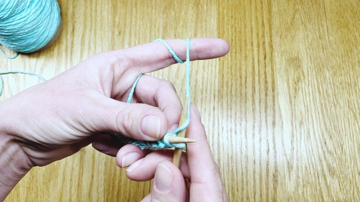 Step 4: Learn to make the knit stitch, with a free knitting lesson from Liz @PurlsAndPixels.