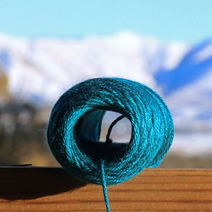 Learn to wind a center-pull yarn ball with just your hands in this lesson with Liz @PurlsAndPixels.