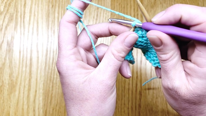 Step 10: How to fix slipped knit stitches, a knitting lesson with Liz @PurlsAndPixels.