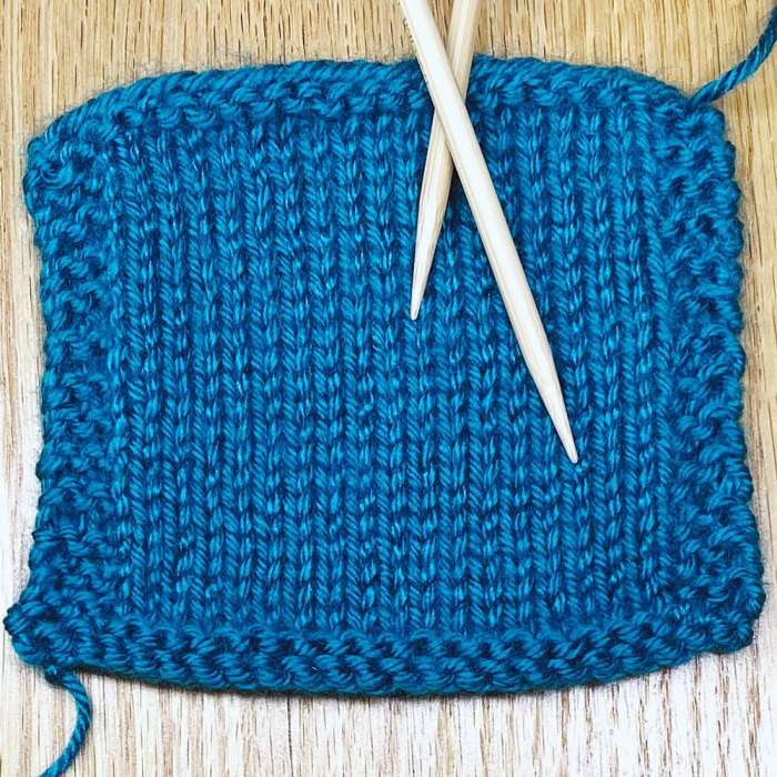Bordered gauge swatch knitting pattern example - a lesson from Liz @PurlsAndPixels.