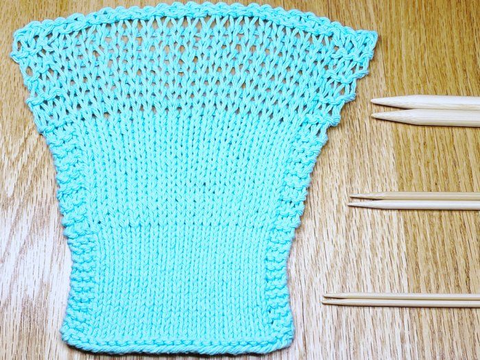 Knitting gauge changes with the size of your knitting needles and your knitting tension. Learn about knitting gauge with Liz @PurlsAndPixels.
