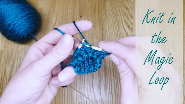"""Learn to knit in the round using the """"Magic Loop"""" knitting method - a lesson with Liz Chandler @PurlsAndPixels."""