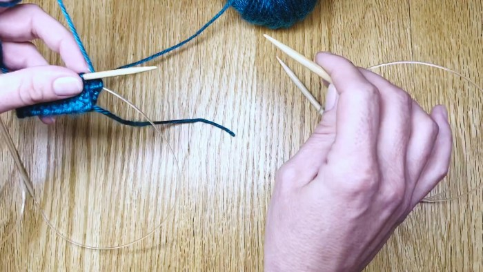 Step 1: Switch needle sizes when knitting in the Magic Loop - a lesson from Liz Chandler @PurlsAndPixels.