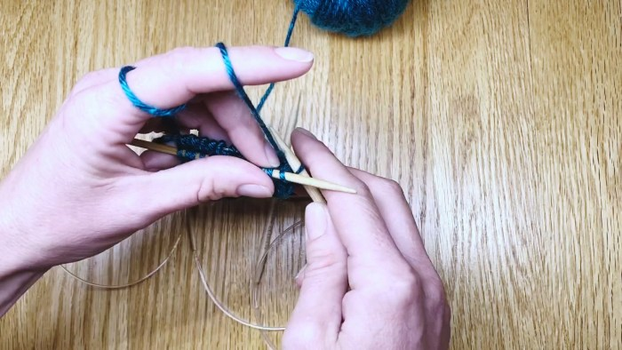 Step 2: Switch needle sizes when knitting in the Magic Loop - a lesson from Liz Chandler @PurlsAndPixels.