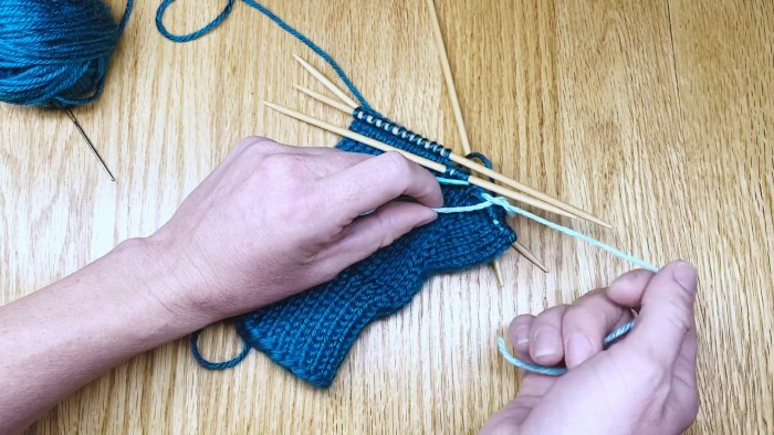 Step 7: Using scrap yarn as a stitch holder - a knitting lesson from Liz Chandler @PurlsAndPixels.