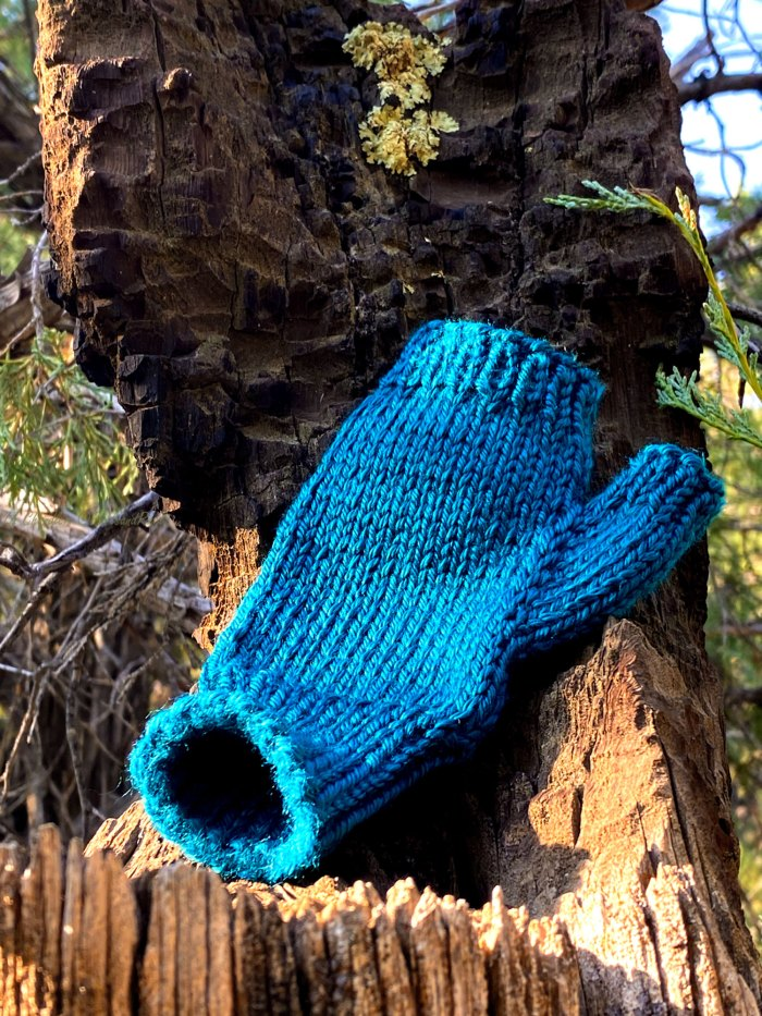 Learn how to finish the cuff of fingerless gloves using the loose end - a knitting lesson with Liz Chandler @PurlsAndPixels.