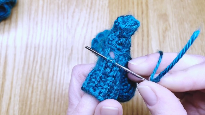 Step 18: Weave in the loose end at the base of a fingerless glove thumb - knitting lesson with Liz Chandler @PurlsAndPixels.