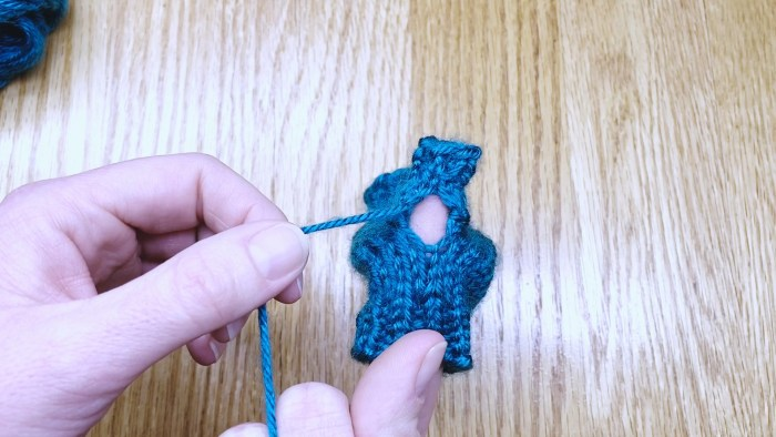 Step 2: Weave in the loose end at the base of a fingerless glove thumb - knitting lesson with Liz Chandler @PurlsAndPixels.