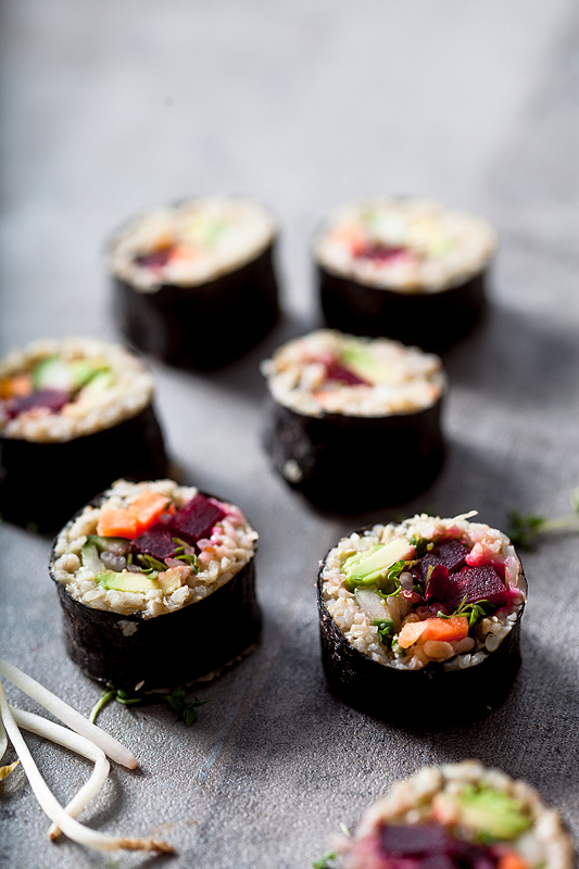 Vegan Green Spelt Sushi is a delicious alternative to ordinary rice sushi. This version contains beetroot and avocado amon other tasty things.