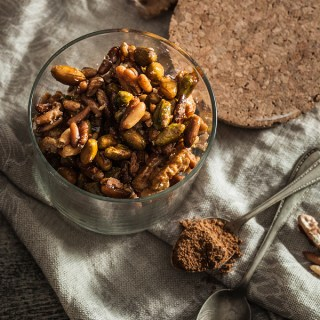 The result of Spicebar's Nut Challenge is a nifty recipe für spiced and caramelized nuts with curry and cinnamon which a perfect as a gift. Well, given you don't eat them all by yourself. Recipe is on Purple Avocado.