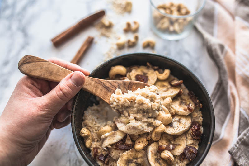 easy microwave baked oatmeal with cashews and cinnamon