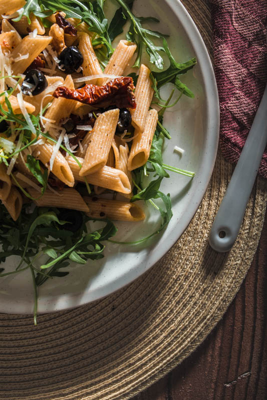 This pasta dish consists of very basic and simple ingredients. And while we don't like basic bitches, our recipe surely benefits from the simplicity. #recipe #penne #pasta #noodles #italian #mediterran #summer #vegetarian