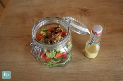 Salat im Glas, Dressing in der Glasflasche - das ist ein Shaking Salad