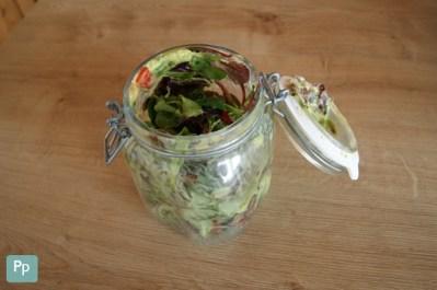 Der Shaking Salad nach dem Vermischen mit Dressing.
