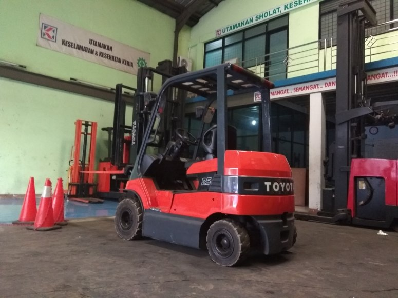 Jual service forklift electric 2.5 ton toyota