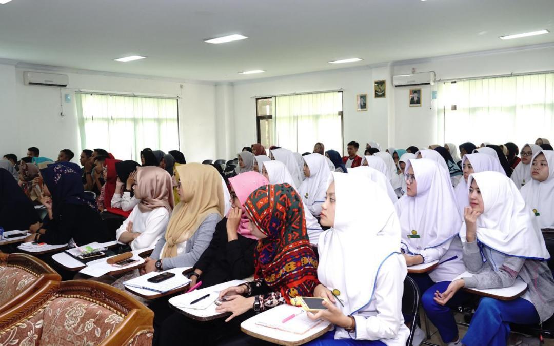 Pelatihan Persiapan Memasuki Dunia Kerja Bagi Mahasiswa Tingkat Akhir STIKes Kuningan Tahun 2018.