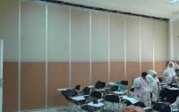 partisi ruang kelas