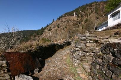 Start of the Deoria Tal trek